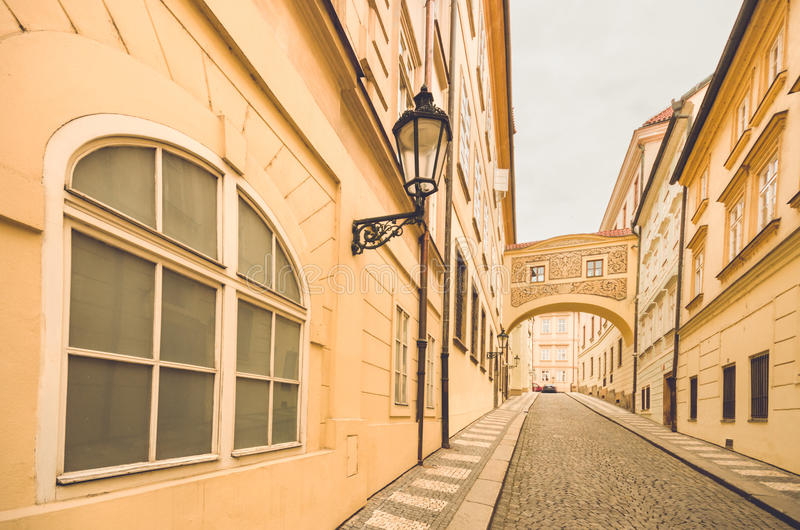 Prague Tjeckien, gammal stadgata i staden royaltyfri fotografi