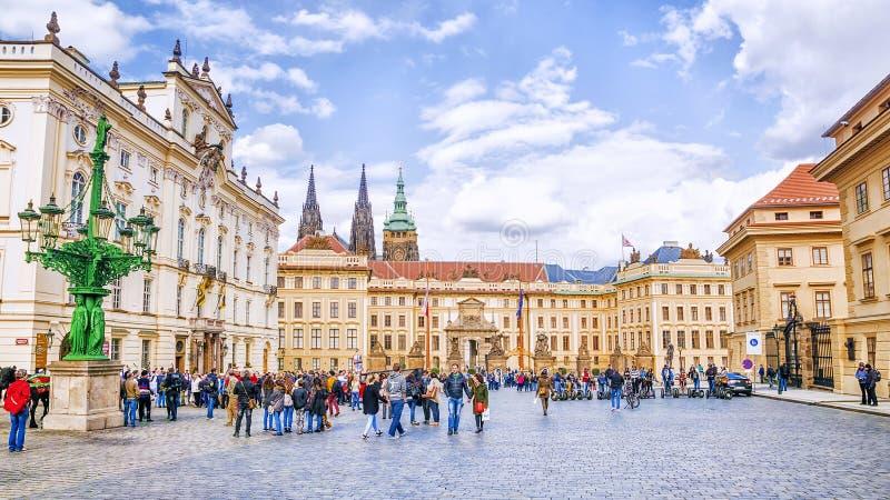 Prague TJECKIEN - MAJ 17, 2016: Fyrkant framme av Roen arkivfoton