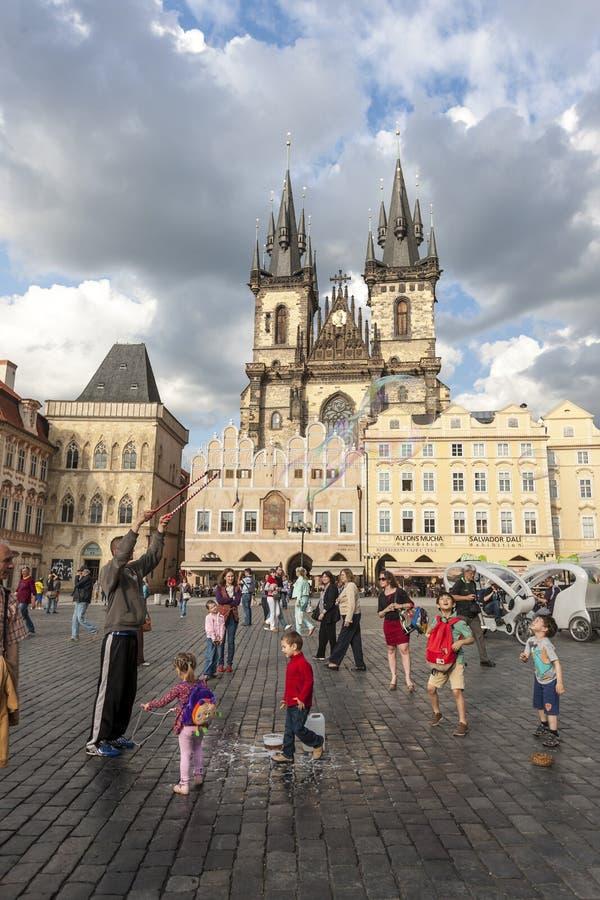 PRAGUE TJECKIEN - Maj 08, 2013: Göra för man royaltyfri foto