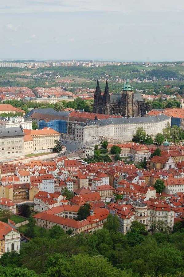 Prague Vår Beroun kullar för republiktown för cesky tjeckisk krumlov medeltida gammal sikt arkivbild