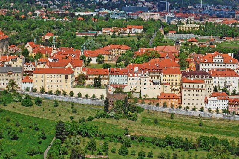 Prague Vår Beroun kullar för republiktown för cesky tjeckisk krumlov medeltida gammal sikt royaltyfri bild