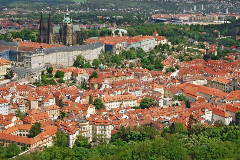 Prague Vår Beroun kullar för republiktown för cesky tjeckisk krumlov medeltida gammal sikt royaltyfri foto