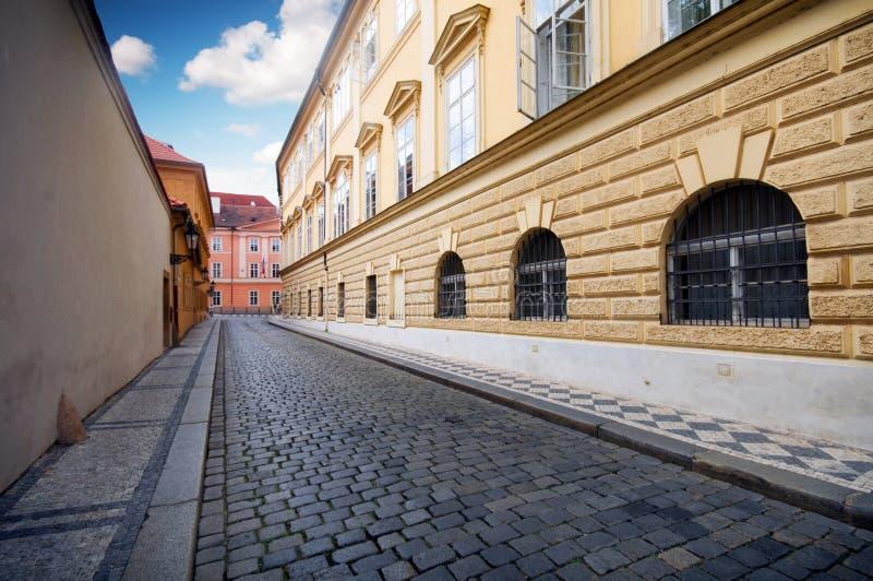 Prague. Vieille architecture, rue avec du charme photo stock