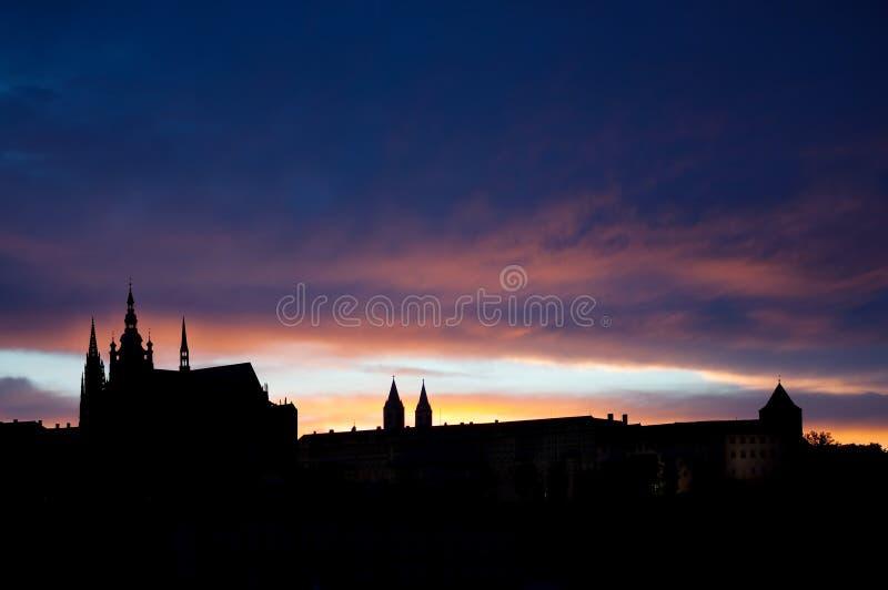 Prague, ville dans la République Tchèque. Coucher du soleil. Silhuette photographie stock libre de droits
