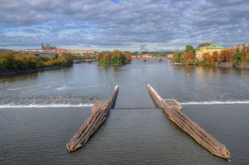Prague Vltava flod, Hradcany slott, nationell teater, bro för Charle ` s, Tjeckien royaltyfri fotografi