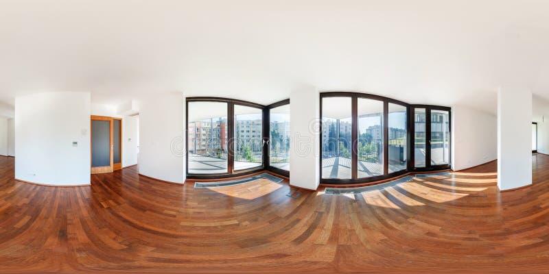 PRAHA, República Checa - 21 DE JULHO DE 2014: Panorama da sala viva interior do salão do apartamento vazio branco moderno do sótã foto de stock