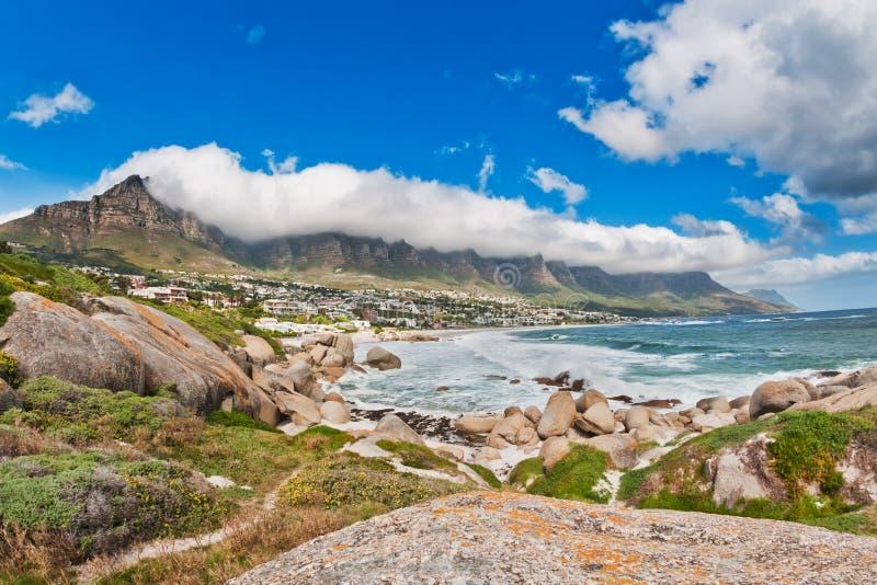 Praia África do Sul da baía dos acampamentos foto de stock royalty free