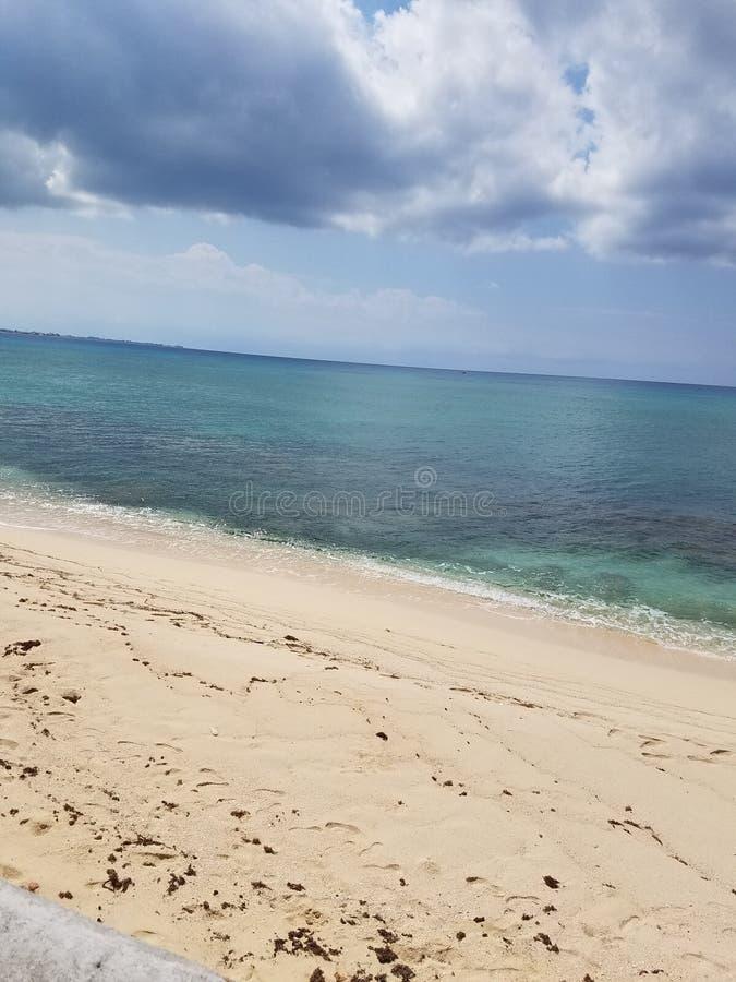 A praia é vida imagem de stock royalty free