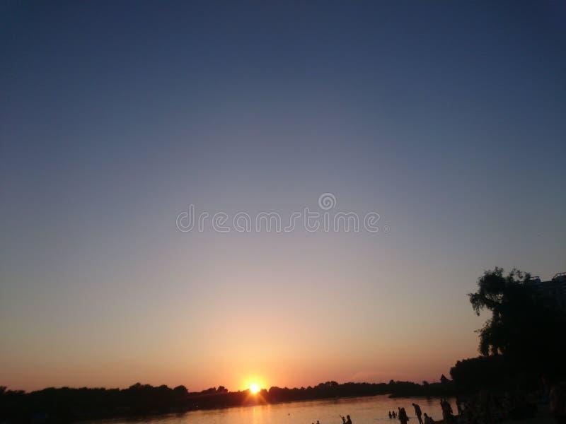 praia, última luz do sol, praia em Dnipro, fotos fotografia de stock