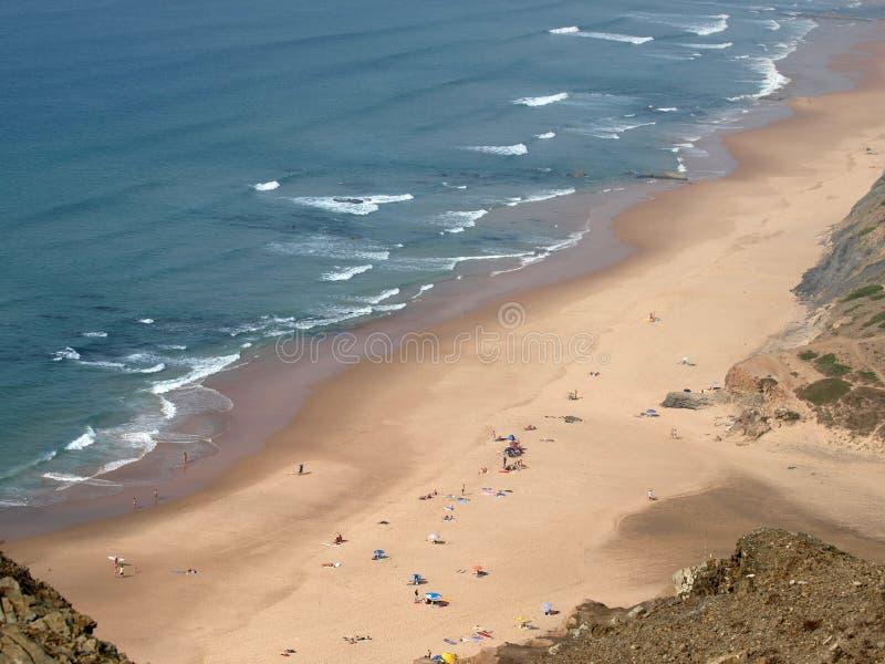 Praia делает Cordoama около Vila делает Bispo, Algarve стоковое изображение