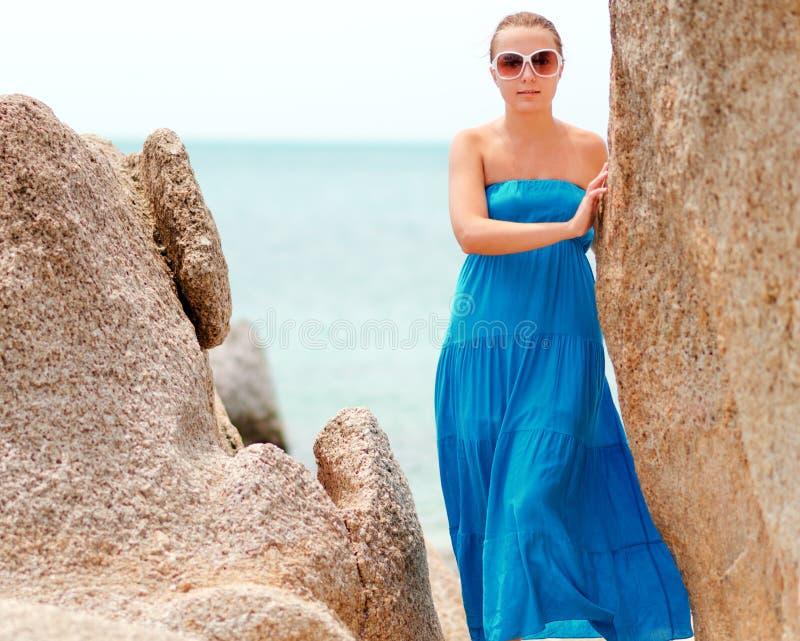 Download Praia imagem de stock. Imagem de paradise, feliz, consideravelmente - 26515747