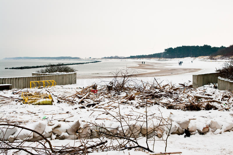 Praia após a tempestade pesada no Polônia fotos de stock royalty free