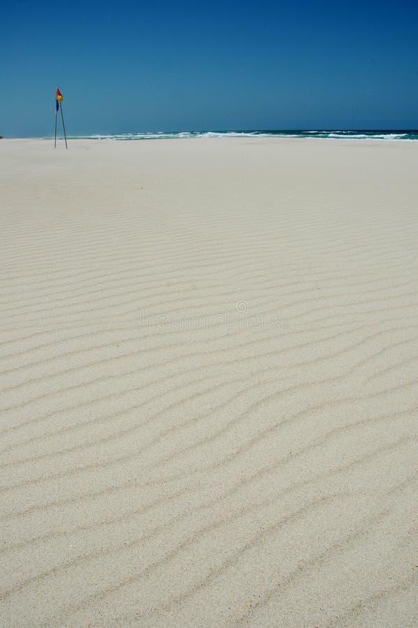 Praia arenosa branca imagens de stock