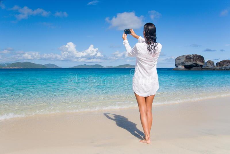 Praia atrativa da mulher fotos de stock royalty free