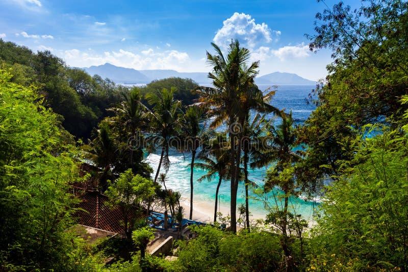 Praia azul da lagoa na ilha tropical Bali imagens de stock royalty free