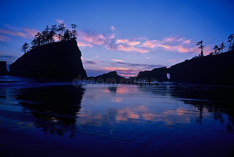 Praia azul do por do sol segundo, parque nacional olímpico fotos de stock