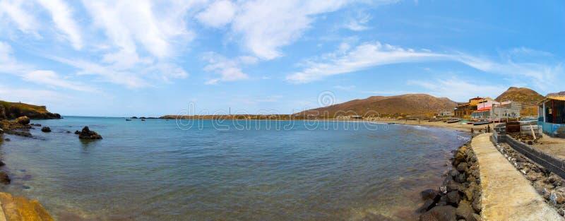 Praia Baixo de Océano Atlántico y de la playa foto de archivo