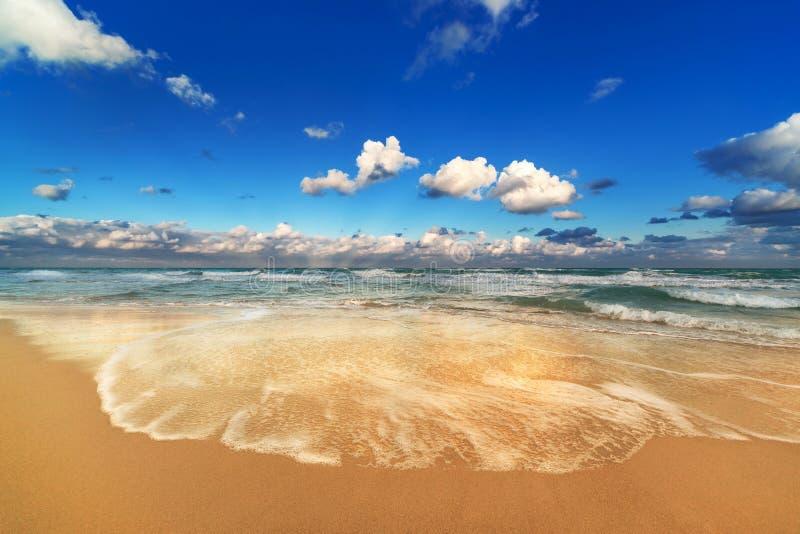 Praia bonita imagens de stock royalty free