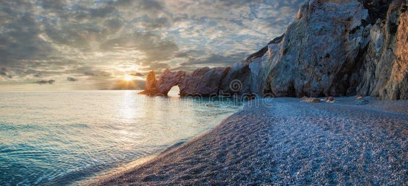 Praia bonita com água muito clara fotografia de stock