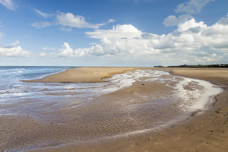 Praia bonita da areia em Malahide, Dublin, Irlanda fotos de stock royalty free