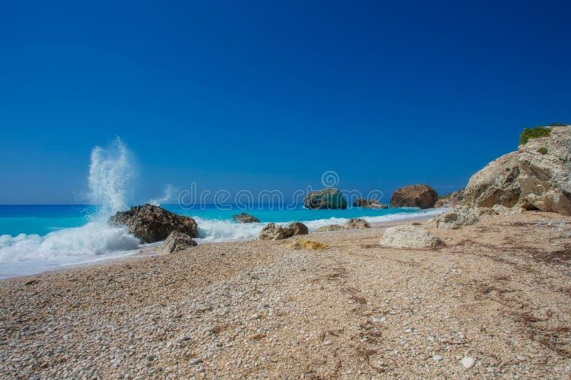 A praia bonita de Kalamitsi (Lefkada) foto de stock royalty free
