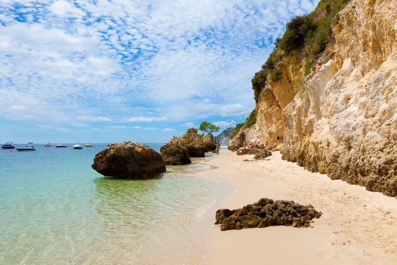 Praia bonita de Setubal em Portugal imagem de stock
