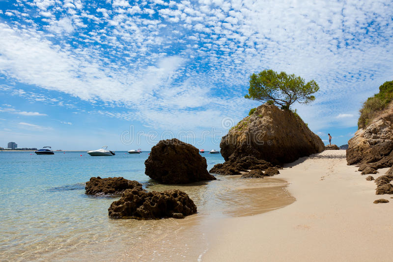 Praia bonita de Setubal em Portugal foto de stock