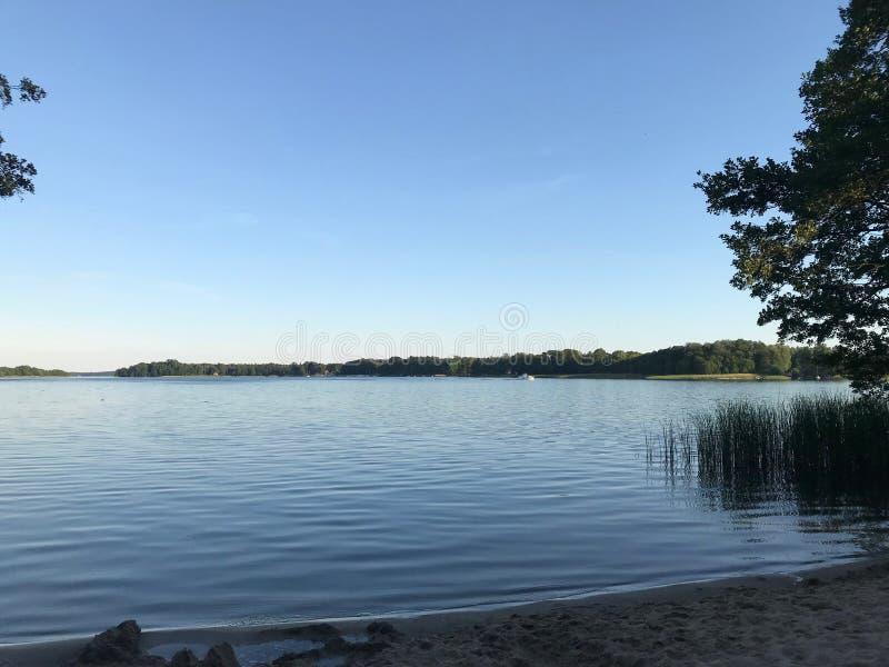 Praia bonita e pequena na cidade de Storkow foto de stock royalty free