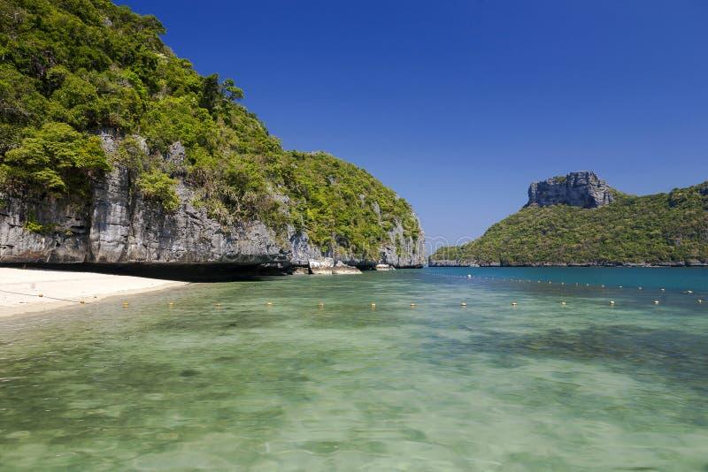 Praia bonita em Ang Thong National Park fotos de stock royalty free