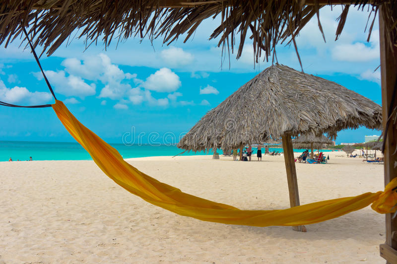 Praia bonita em Aruba, ilhas das Caraíbas imagens de stock royalty free