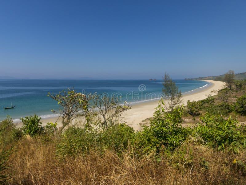 Praia bonita em Myanmar imagem de stock