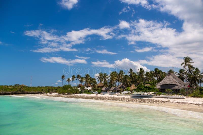 Praia bonita em Zanzibar, Tanzânia, África foto de stock royalty free