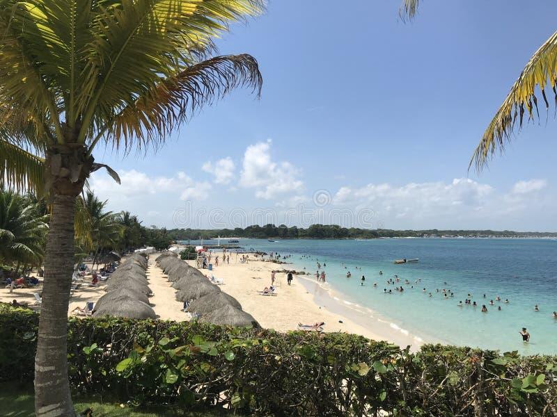 Praia bonita na costa das caraíbas de Colômbia foto de stock royalty free
