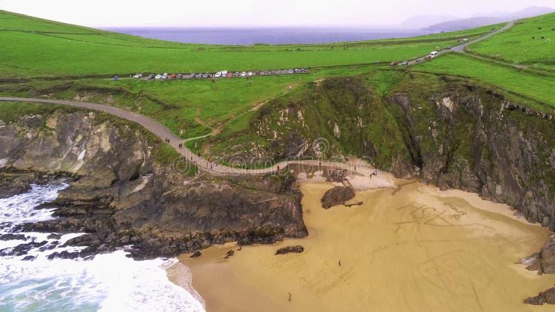 Praia bonita na península do Dingle na costa oeste da Irlanda foto de stock