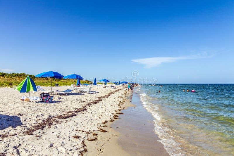 Praia bonita no parque de Crandon fotos de stock royalty free