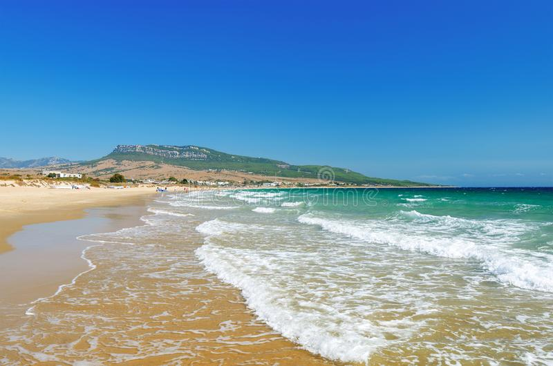 Praia bonita Playa de Bolonia na costa atlântica de Tarifa fotografia de stock