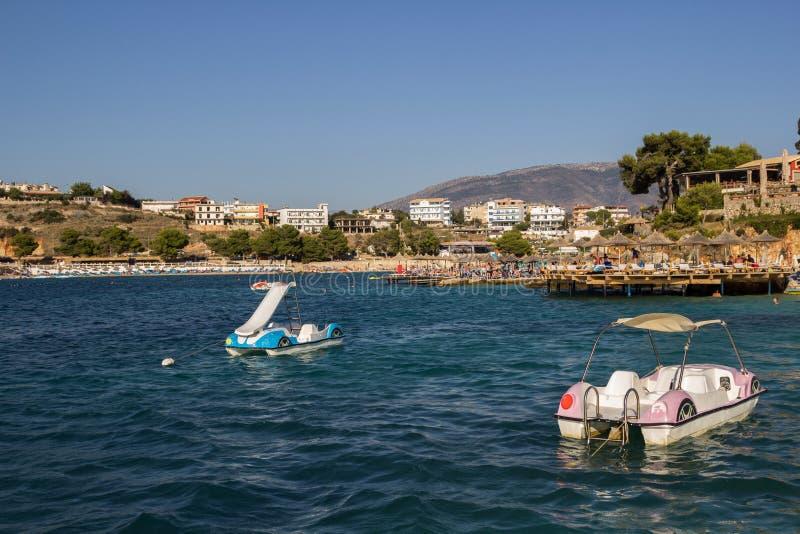Praia bonita por um feriado em Alb?nia Mar Ionian fotografia de stock
