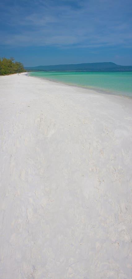 Praia branca bonita cambojana da areia fotos de stock