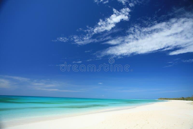 Praia branca da areia fotos de stock