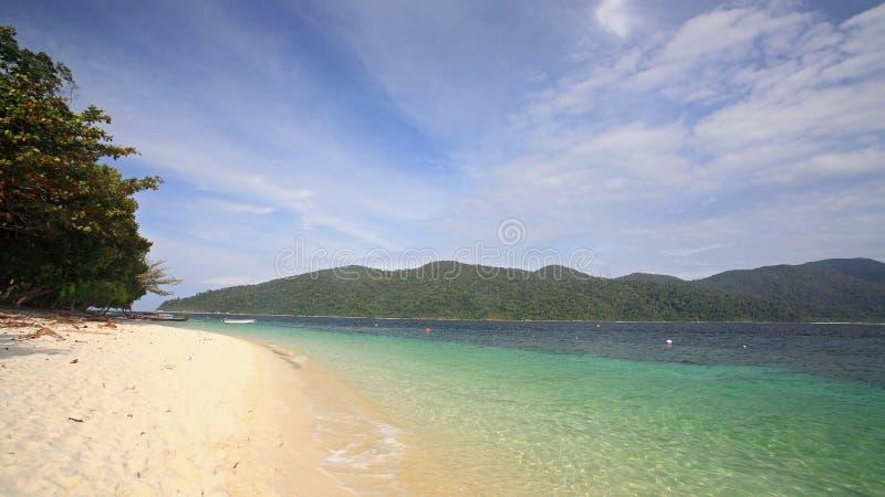 Download Praia Branca Da Areia Contra O Mar De Cristal No Koh Rawi Foto de Stock - Imagem de praia, getaway: 29833870