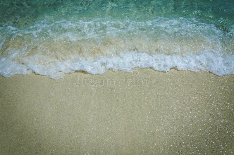 Praia branca da areia da ilha de Adang, mar de Andaman, o do sul de imagem de stock