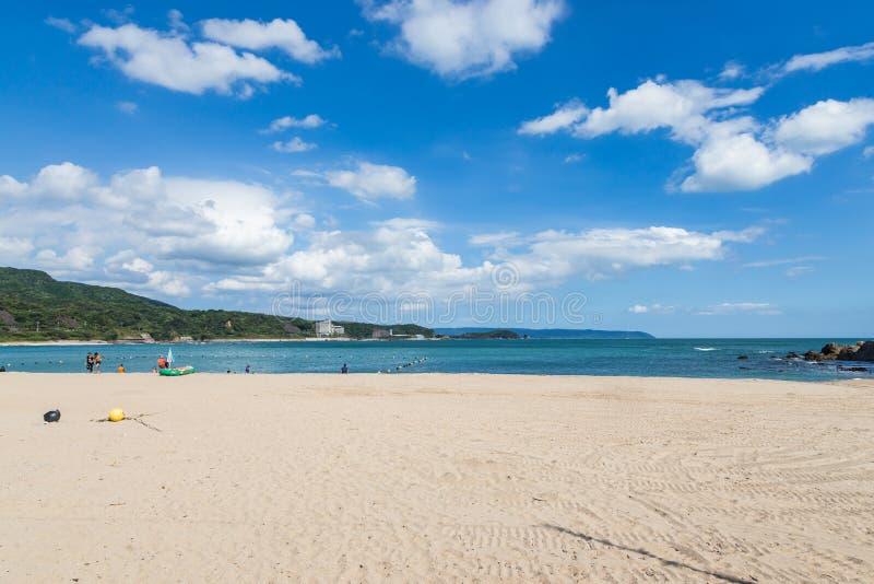 Praia branca da areia em miyazaki, Japão foto de stock