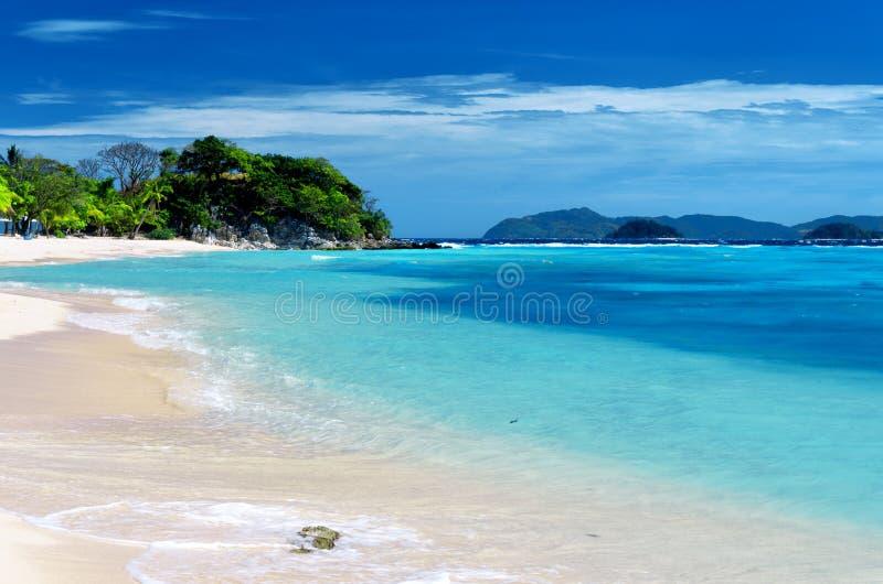 Praia branca da areia. Ilha de Malcapuya, Coron, Philipp fotografia de stock royalty free