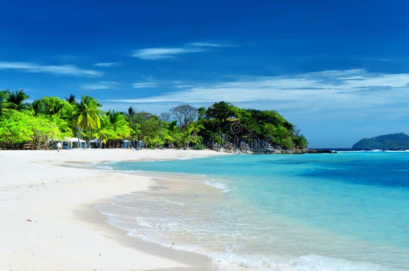 Praia branca da areia. Ilha de Malcapuya, Coron, Philipp fotos de stock royalty free
