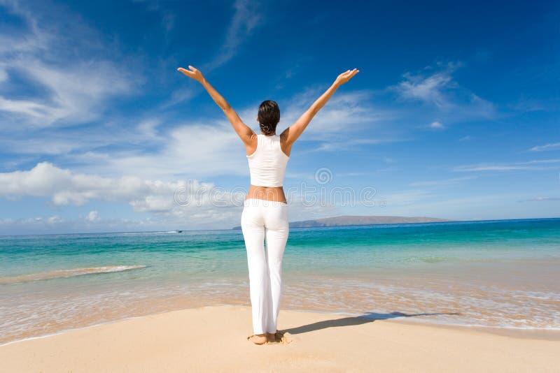 Praia branca da ioga imagem de stock