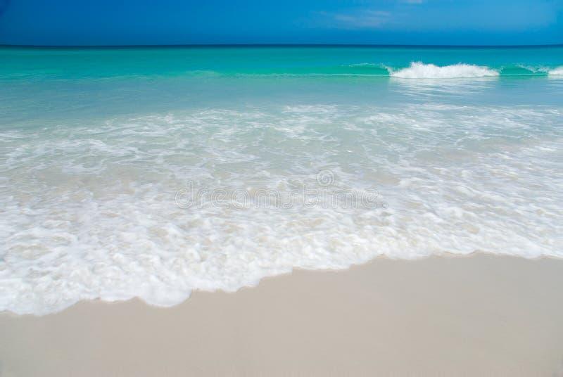 Praia branca perfeita imagem de stock