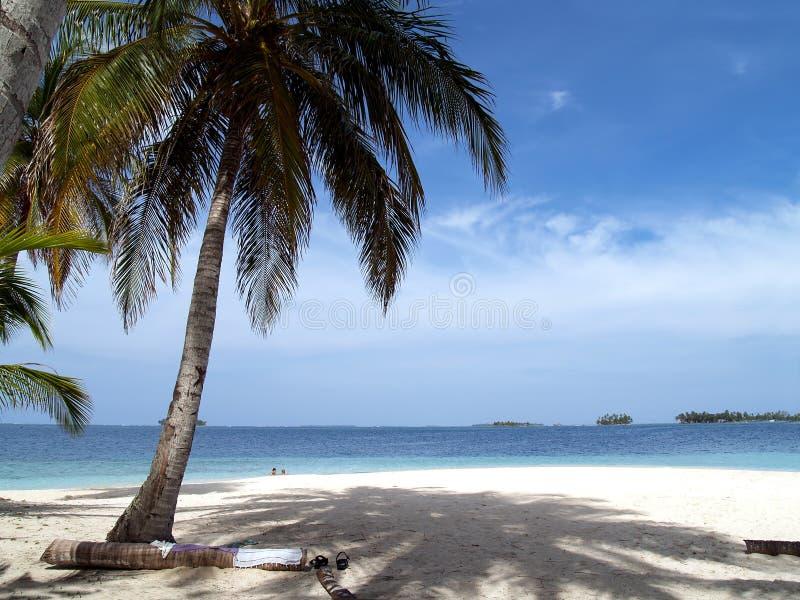 Praia branca tropical do Cararibe da areia fotografia de stock royalty free