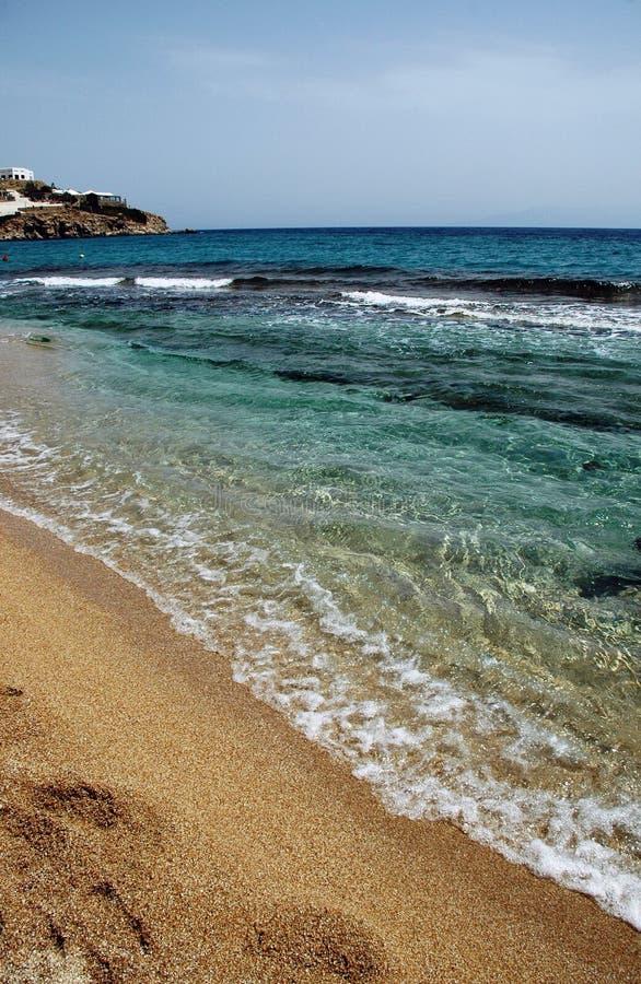 Praia cénico no console grego foto de stock