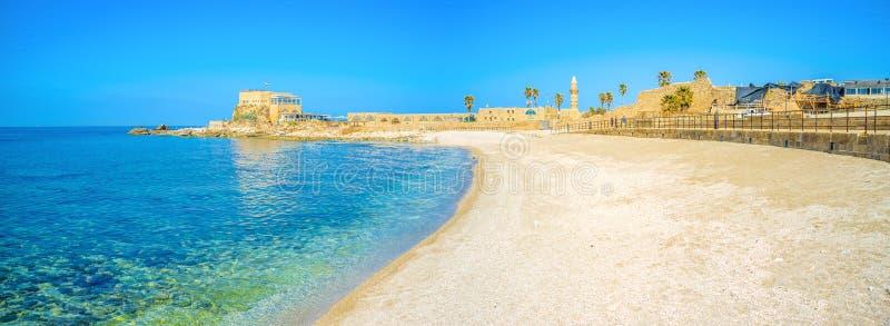 A praia cênico de Caesarea imagens de stock
