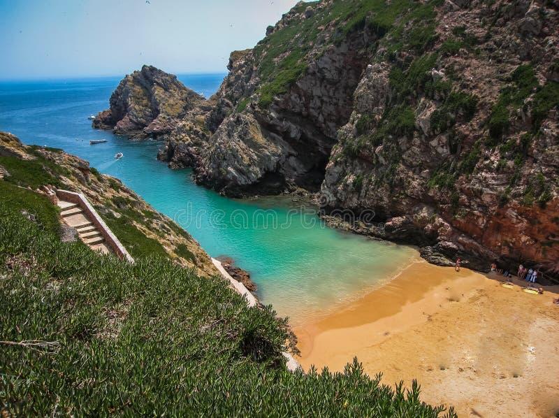 Praia cênico na ilha de Berlenga, Portugal imagens de stock